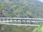 嵯峨野の川に堰を作ったのが秦氏だと言われている(写真は嵐山の渡月橋)