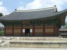 光海君は現在の徳寿宮(トクスグン)で即位した。写真は徳寿宮の正殿の中和殿(チュンファジョン)