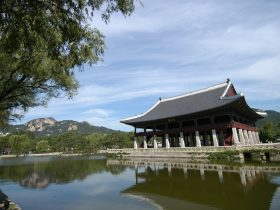 元敬王后が存命中に景福宮(キョンボックン)の慶会楼(キョンヘル)は大きな楼閣に作り変えられている