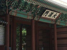 綾陽君は西宮(現在の徳寿宮)の門の前でひれ伏して、仁穆王后の許しを得ようとした