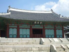 正祖は慶熙宮の崇政殿で即位式を行なった